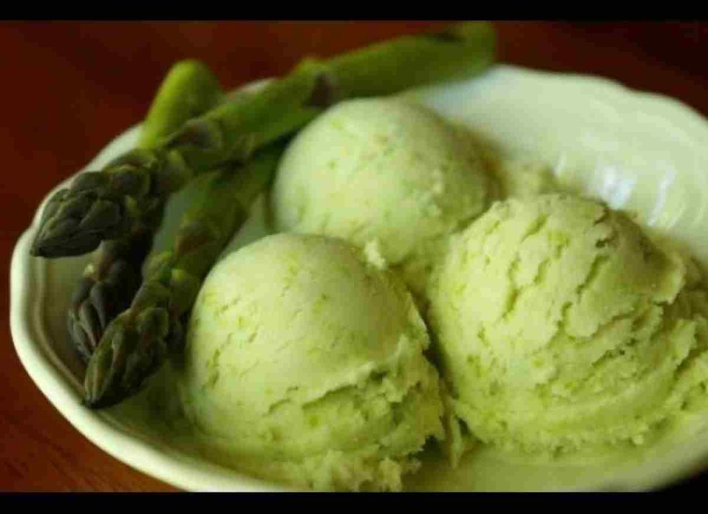 green_chilli_ice_Cream_foodguruz.in