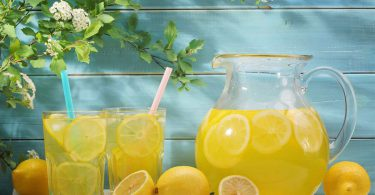 Drinking lemon salt water for losing weight_foodguruz-compressed