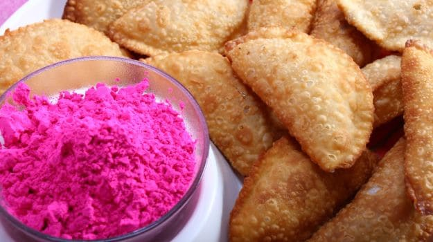 gujiya best holi food for home